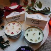 틴케이스로 만들어진 꽃이 올라간 향초, 여행용 캔들, 깜찍한 선물, 핸드메이드 소이캔들