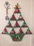 벽에 걸어주는 크리스마스 트리